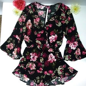 NWOT Ambiance  floral ruffled romper Size small